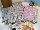 Videos : कर्नाटक में हवाला कारोबारी के घर छापे में 5.7 करोड़ के नए नोट, 32 किलो सोना बरामद