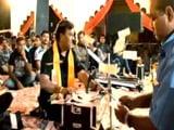 Video : VIDEO: गुजरात के नवसारी में भजन कार्यक्रम में उड़ाए गए डेढ़ करोड़ रुपये