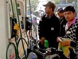 Video: इंडिया 8 बजे : कार्ड से पेट्रोल-डीजल बेचने पर डीलरों को राहत