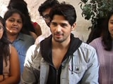 Video: स्पॉटलाइट : विक्रम थापा की सिद्धार्थ मल्होत्रा से बातचीत
