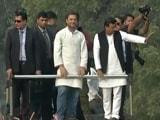 Video: यूपी का महाभारत : आगरा में राहुल-अखिलेश ने बीजेपी पर जमकर किए हमले