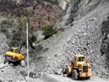 Video : श्रीनगर : नेशनल हाइवे पर आ गिरा पूरा पहाड़, जाम में फंसी 2000 गाड़ियां