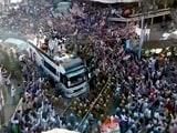 Video: यूपी का महाभारत : इलाहाबाद में सपा-कांग्रेस और बीजेपी का शक्ति प्रदर्शन