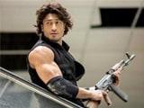 Videos : फिल्म रिव्यू : 'कमांडो 2' में एक्शन दमदार लेकिन स्क्रिप्ट में दम नहीं