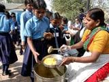 Video: इंडिया 7 बजे: स्कूलों में आधार कार्ड से मिलेगा मिडडे मील