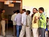 Videos : UP elections 2017: पीएम नरेंद्र मोदी के संसदीय क्षेत्र वाराणसी में वोट डालने के लिए उमड़ा हुजूम