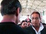 Video : सपा नेता आजम खान को आया गुस्सा, अधिकारी पर जमकर बरसे
