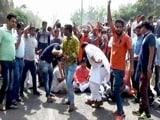 Video : सहारनपुर : अंबेडकर जयंती के जुलूस के दौरान दो गुटों में झड़प