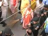 Video : Yogi Adityanath Picks Up Broom, Kick-Starts Clean Uttar Pradesh Mission