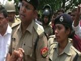 Video : गोरखपुर में योगी के विधायक ने लगाई लेडी IPS को सरेआम फटकार