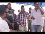 Video : Suniel Shetty Pranks His Crew
