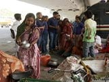 Video : Slum Dwellers Move To Pavements, Dividers After DDA Razes Their Makeshift Homes