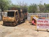 फरीदाबाद में गोरक्षकों की गुंडागर्दी, हड्डियों से भरे ट्रक में लगाई आग