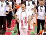 Videos : योग दिवस : बारिश के बीच पीएम नरेंद्र ने लखनऊ में किया योग