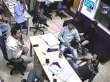 Video : पिस्तौल दिखाकर दिल्ली में  10 लाख की फिरौती मांगने का CCTV फुटेज