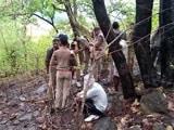 Video : चित्रकूट के जंगल में डाकुओं ने तीन बंधकों को जिंदा जलाया