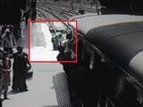 Video : ट्रेन के आगे कूदी महिला, गाड़ी गुजरी, खरोंच भी न आई