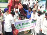 Video : दिल्ली के जंतर-मंतर पर यूपी के किसानों का प्रदर्शन, 10 ट्रक आलू के साथ पहुंचे