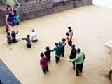Video: गुजरात में बाढ़ से बुरा हाल, घरों की छतों तक पहुंचा पानी