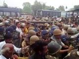Video: इंडिया 8 बजे: अनशन पर बैठीं मेधा पाटकर को पुलिस उठा ले गई