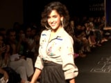 Video: <i>Dangal</i> Girl Sanya Malhotra Hits The LFW Runway In Style