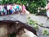 Video: इंडिया 8 बजे: बिहार में बाढ़ से पुल धंसा, तीन लोग बहे