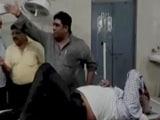 Video: विधायक ने दिखाई इंसानियत, सड़क हादसे में घायल लोगों को अस्पताल पहुंचाया