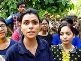 Video: BHU में छात्र-छात्राओं पर लाठीचार्ज के बाद तनाव बरकरार