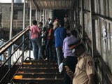 Video: इंडिया 8 बजे: मुंबई के सभी रेलवे पुलों की सुरक्षा की समीक्षा के आदेश