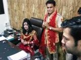 Video : राधे मां के आगे दिल्ली पुलिस हुई नतमस्तक, दारोगा ने अपनी कुर्सी पर बैठाया