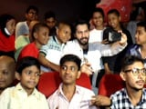 Video : Varun Dhawan Clicks Selfies With NGO Kids At A Screening Of <i>Judwaa 2</i>
