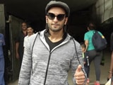Video : Ranveer Singh Clicks Selfies With His Fans