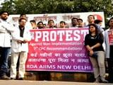 Video : 7वें वेतन आयोग की मांग को लेकर एम्स के डॉक्टर हड़ताल पर