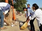 Videos : देव दीपावली के बाद बनारस के घाट की सफाई में जुटी BHU की छात्राएं