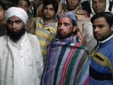 "Video : 3 Muslim Clerics Beaten On Train In UP, Were Asked ""Why Wear <i>Rumaal</i>?"""