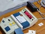 Video : सूरत में EVM मशीन खराब होने की वजह से वोटिंग में देरी