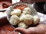 Video : Dolma Aunty's Momos In Delhi's Lajpat Nagar