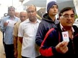 Video : गुजरात चुनाव: 14 जिलों की 93 सीटों पर वोटिंग शुरू