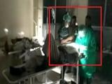 Video : नेशनल रिपोर्टर : यूपी के उन्नाव में टॉर्च की रोशनी में आंख का ऑपरेशन