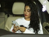 Video : Janhvi Kapoor Spotted Outside A Salon