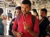 Video : मुंबई में रेल यात्रियों की मुहिम, 'बैग पकड़ जगह बना'
