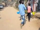 Video : बिहार में 10वीं के बच्चों के जूते उतरवा कर हो रही परीक्षा