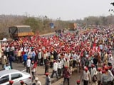 Video : अपनी मांगों को लेकर लॉन्ग मार्च में जुड़ते जा रहें हैं किसान