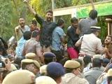 Video : संसद मार्च के दौरान पुलिस से भिड़े JNU के छात्र