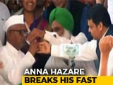 Video : Anna Hazare Breaks Fast Over Lokpal After Devendra Fadnavis Meets Him